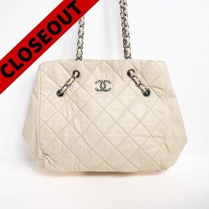 CHANEL White Caviar Quilted Shoulder Bag